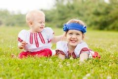 Дети в фольклорных одеждах в лете Стоковое Изображение RF
