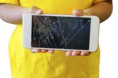 Дети держа великолепный smartphone изолированный на белой предпосылке Стоковое фото RF