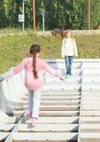 Дети - девушки играя на шлюпке Стоковые Фотографии RF