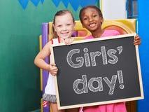 Дети держа классн классный на день девушек Стоковое Изображение RF