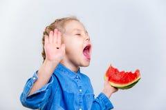 Дети есть арбуз Стоковое Изображение