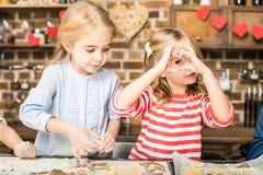 Дети делая печенья Стоковая Фотография