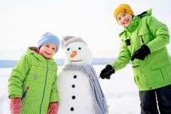 Дети делая снеговик Стоковое фото RF