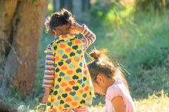 Дети играют в середине утра Стоковое Фото