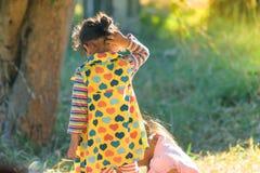 Дети играют в середине утра Стоковые Фото