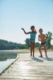 Дети играя в лете на пристани Стоковые Фотографии RF