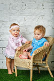 Дети играя в задворк Стоковые Фото