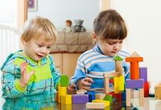 Дети играя в доме Стоковые Изображения