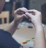 Дети играя красочную глину на деревянной таблице стоковые фото