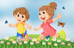 Дети играя счастливо на саде в вершине холма иллюстрация вектора