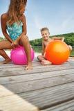 Дети играя счастливо с spacehoopers Стоковая Фотография