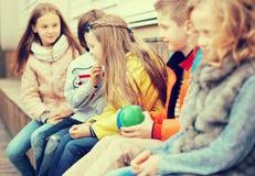 Дети играя с шариком на стенде Стоковая Фотография