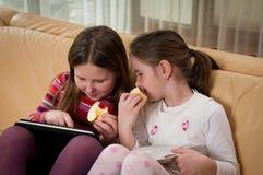 дети играя таблетку Стоковые Изображения
