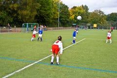 Дети играя футбол Стоковое Изображение