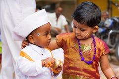 Дети играя Manjira во время sohala palkhi Dnyaneshwar Maharaj, Пуны Стоковое Фото