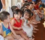 Дети изучают и играют в школе kidergarten стоковые изображения rf