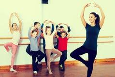Дети изучая балет Стоковые Фотографии RF