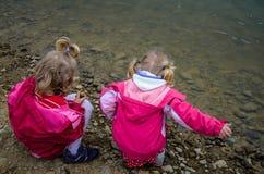 Дети и озеро Стоковое фото RF
