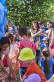 Дети и пузыри мыла Стоковые Изображения