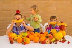 Дети и плодоовощи Стоковое Изображение