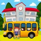 Дети и школьный автобус на школе иллюстрация вектора