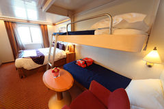 дети кабины кроватей кровати грузят окно 2 Стоковое Изображение
