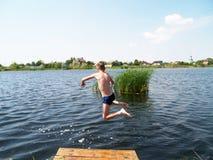 Дети купают в реке Стоковое Изображение RF