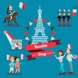 Дети мальчик и девушка на национальном празднике Франции, детях с воздушными шарами в руке идя вниз с улицы против предпосылки  Стоковая Фотография RF