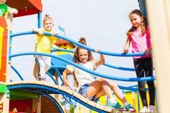 Дети наслаждаются играми Стоковое Фото