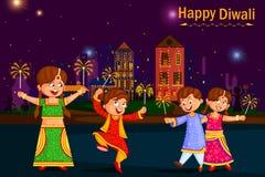 Дети наслаждаясь фейерверком празднуя фестиваль Diwali Индии бесплатная иллюстрация
