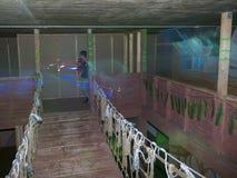 Дети на арене бирки лазера Стоковое Изображение