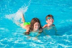Дети на бассейне Стоковые Изображения RF