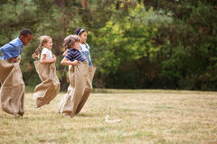 Дети на гонке мешка Стоковая Фотография