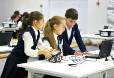 Дети на олимпиаде России 2014 мира робототехнической в Сочи Стоковые Фотографии RF