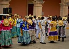 Дети на параде на мексиканський день революции стоковые фото