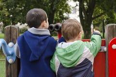 Дети на спортивной площадке стоковая фотография