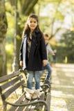 Дети на стенде стоковое изображение rf