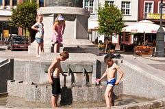 Дети на фонтане Grudziadz Стоковое фото RF