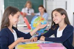 Дети на школе в уроках стоковая фотография rf
