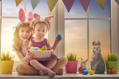 Дети носят уши зайчика Стоковое Изображение