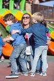Дети обнимая их мать Стоковое Изображение RF