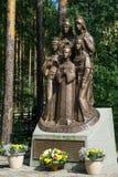 Дети памятника к императору Николасу II стоковые изображения rf