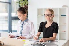 Дети работая в офисе Стоковые Фото