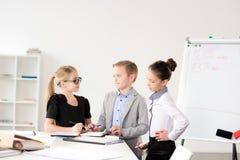 Дети работая в офисе Стоковые Изображения