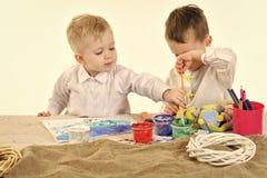 дети рисуют Семейные ценности, детство, искусство Стоковое фото RF