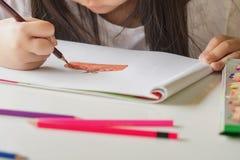 Дети рисуя селективный фокус Стоковое Фото
