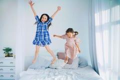 Дети скачут Стоковое Фото