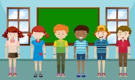 Дети стоя в классе бесплатная иллюстрация