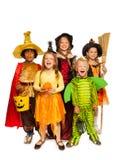 Дети с атрибутами хеллоуина в костюмах этапа Стоковые Изображения