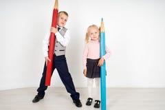 Дети с карандашами Стоковое Фото